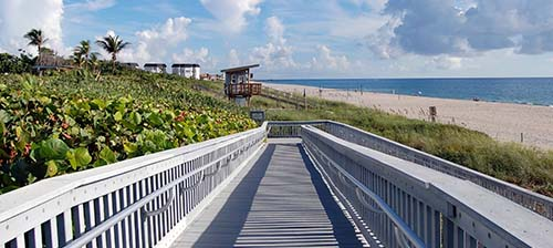 pedestrian ramp from parking lot to beach